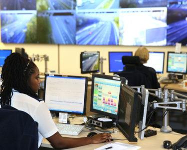 Centro de Control de Tráfico Regional de Godstone (CC)-by Highways England @ Flickr