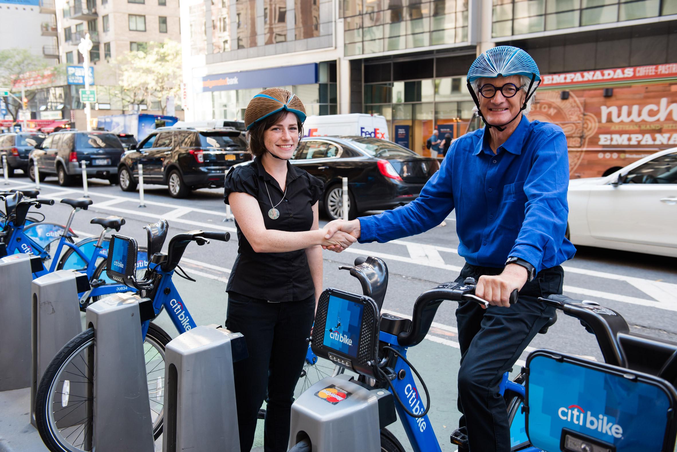 eco-helmet-casco-ciclista-de-papel-2