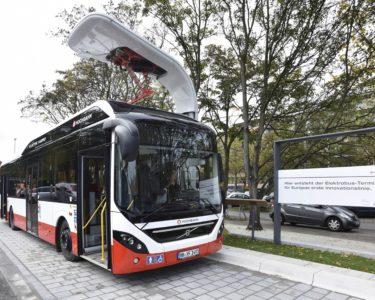 Así funcionan los autobuses eléctricos que se recargan durante las paradas