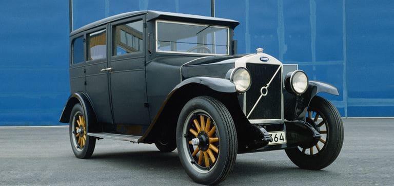 La variante PV4 salió en 1928 y tuvo un mayor éxito comercial debido a que era más adecuado para el frío clima sueco