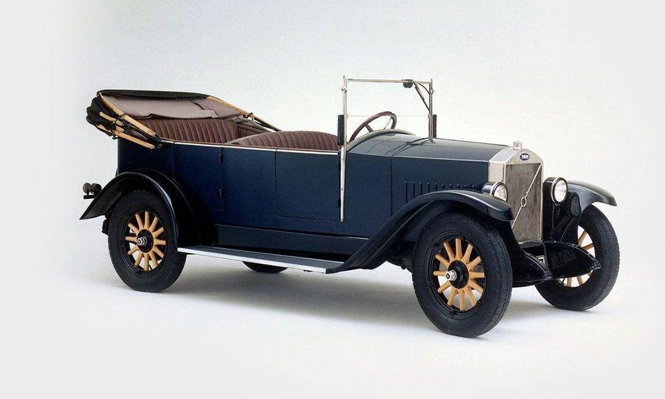 Entre 1927 y 1929 se produjeron un total de 996 unidades del ÖV4. Había sido diseñado por Jan G. Smith.