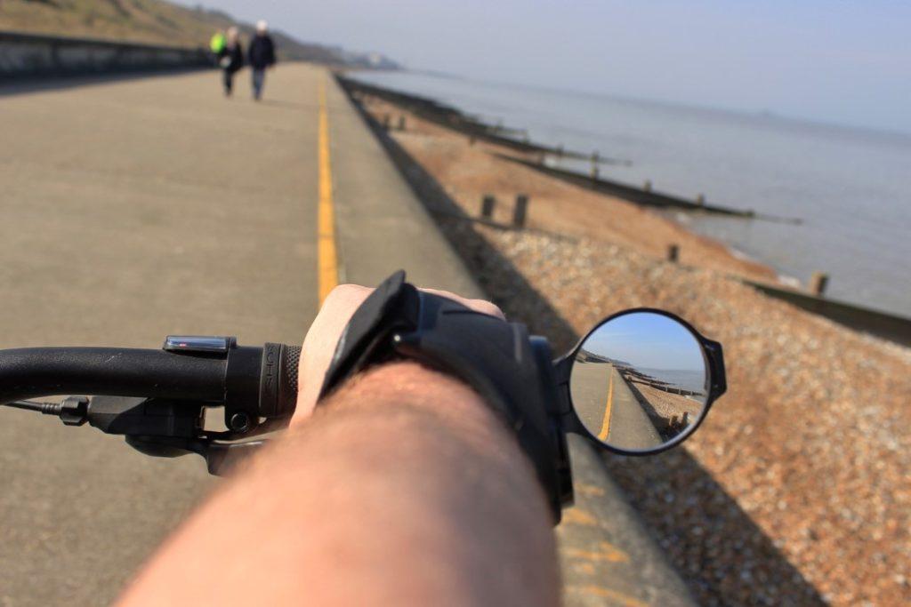 Un werable analógico para mejorar la seguridad de los ciclistas