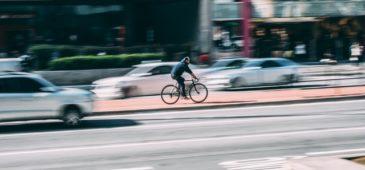 coches autónomos y bicicletas